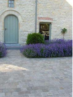 Best Indoor Garden Ideas for 2020 - Modern Front Yard Patio, Backyard Walkway, Flagstone Walkway, Brick Pathway, Front Walkway, Front Yard Design, Diy Patio, Front Yard Landscaping, Landscaping Ideas