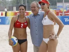 Misty May-Treanor and Kerri Walsh with George W at the 2008 Beijing Olympics. Volleyball Articles, Usa Volleyball, Misty May Treanor, Professional Volleyball, Kerri Walsh Jennings, Beijing Olympics, Indian Bikini, Olympic Athletes, Summer Olympics