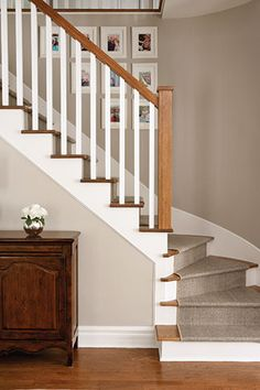 New stairs carpet runner banisters Ideas House Staircase, Staircase Remodel, Staircase Railings, Banisters, Interior Stair Railing, Stair Railing Design, Home Stairs Design, House Design, Murs Beiges