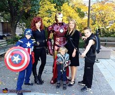 Avengers Family - Homemade costumes for families Batgirl, Catwoman, Family Halloween Costumes, Halloween Fun, Avengers Costumes, Halloween Costume Contest, Costume Ideas, Matching Costumes, Costume Works