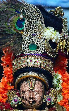 Utsavar Varadarajan adorned with a peacock feather Temple Drawing, Lord Balaji, Lord Vishnu Wallpapers, Lord Krishna Images, Krishna Radha, God Pictures, Indian Gods, Sacred Art, Nara