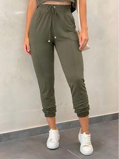 Teen Fashion Outfits, Womens Fashion, Color Blocking Outfits, Fashion 2020, Sports Women, Diy Clothes, Parachute Pants, Joggers, Capri Pants