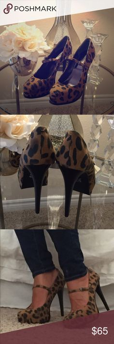 "•Vera Wang Leopard Heels >size 9 >Mary Jane style >Simply Vera Vera Wang >inside measurement of heel is approx 4"" >heel is thin & looks like dark brown/black wood >inside the heel of the shoe is an elastic band to keep your foot from slipping out >only worn a couple of hours for an event >great condition >style tip: pair with jeans, cute dress Simply Vera Vera Wang Shoes Heels"