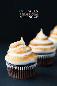 cupcakes de chocolate con merengue suizo
