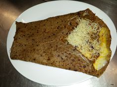 La galette chili, galette de sarrasin aux épices mexicain, garniture chili,emmental,cheedar