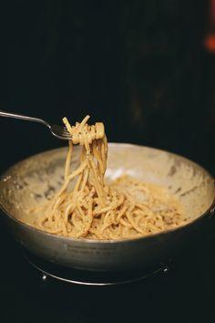 Italian chef Filippo La Vecchia reveals his cacio e pepe pasta recipe Pasta Carbonara, Italian Chef, Italian Recipes, Cacio E Pepe Pasta Recipe, Pasta Recipes, Cooking Recipes, Best Italian Restaurants, English Food, Coco Rocha