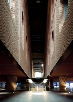 Alhóndiga Bilbao :: PHILIPPE STARCK The old and modernist wine warehouse celebrates 100 years with the restoration of facades and the interior transformation.