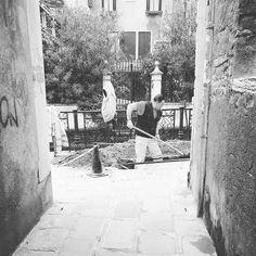 #iphonephotography #streetphotography #igfriends_veneto #igfriends_italy #igcapturesclub #gf_italy #euro_shot #igersvenice #igersveneto #igersvenezia #ig_veneto #ig_venezia #ig_venice #veneziaautentica #veneziaunica #venezia #venice #veneto #loves_venezia #loves_united_venice #loves_veneto #loves_venice #blackandwhitephotography #blackandwhitephoto #bnw_captures #bnw_life #bnw by 85principessa