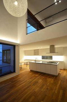 青葉台KM邸: 遠藤誠建築設計事務所(MAKOTO ENDO ARCHITECTS)が手掛けたキッチンです。