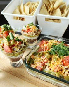 Love the Chip holders idea from a Dollar Store! Nacho Bar Party, Bbq Party, Taco Bar, Salsa Bar, Hot Salsa, Bridal Shower Rustic, Bridal Shower Games, Mexican Bridal Showers, Layer Dip