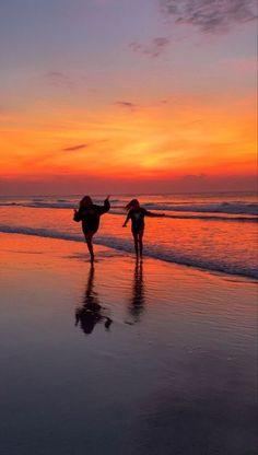 Photos Bff, Best Friend Photos, Best Friend Goals, Friend Pics, Beach Aesthetic, Summer Aesthetic, Summer Pictures, Beach Pictures, Summer Feeling
