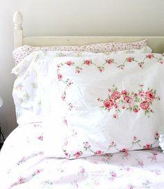 Pretty white linens with delicate rose design, love ~❥