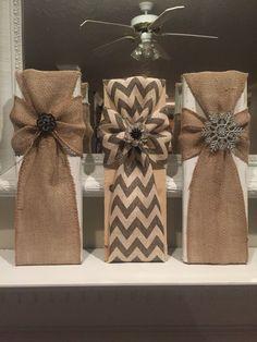 21 Burlap Christmas Decorations Ideas To Try This Christmas cruzes de serapilheira 2x4 Crafts, Cross Crafts, Cute Crafts, Crafts To Make, Arts And Crafts, Burlap Projects, Craft Projects, Craft Ideas, Decorating Ideas