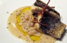 Branzino e cannellini Antipasto, Crab Recipes, Salad Recipes, Main Course Dishes, Weird Food, Slow Food, Seafood Dishes, Creative Food, Finger Foods