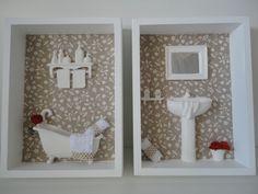 Quadro para lavabo, com fundo em tecido 100% algodão, com peças em resina e flores secas R$ 110,00
