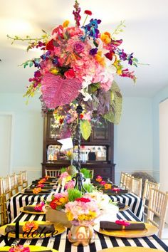 table settings, black and white stripe decor, centerpiec, flowers and stripes decor, alice in wonderland, wonderland party, black white, bright colors, parti