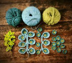 A crochet project designed to help you through your Corona Days Crochet Diy, Crochet Motif, Crochet Shawl, Crochet Stitches, Crochet Hooks, Crochet Square Patterns, Crochet Designs, Crochet Leaves, Crochet Flowers