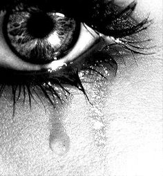 Ideas For Eye Crying Photography Crying Eyes, Eye Photography, Make You Cry, Eye Art, Black And White Pictures, Black White, Cool Eyes, Sad Eyes, Beautiful Eyes