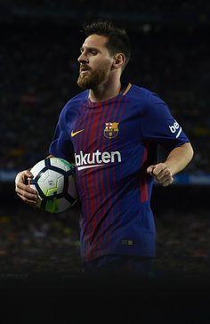 Lionel Messi of Barcelona prepares for a corner kick during the La Liga match between Barcelona and Espanyol at Camp Nou on September 9, 2017 in Barcelona.
