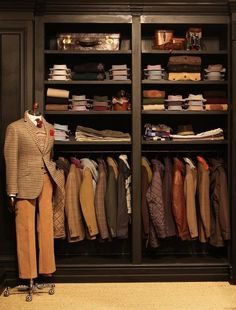 Hackett London. Visual merchandising. Retail store display. Men's clothing and accessories.