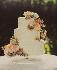 Breathtaking Wedding Cakes for a Romantic Wedding