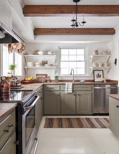 9 Essential Tips for Choosing the Coziest Farmhouse Kitchen Colors Even when the colors are cool, farmhouse kitchens are warm and inviting. Get the look with these top tips for nailing the perfect farmhouse kitchen color palette. Sage Green Kitchen, Green Kitchen Cabinets, Kitchen Cabinet Colors, Kitchen Paint, New Kitchen, Kitchen Decor, Kitchen Design, Kitchen Cabinets And Open Shelving, Painted Kitchen Cabinets