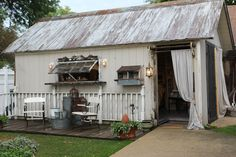 Romancing the Home: Savvy City Farmer Delights Guests: Wait until you see inside!
