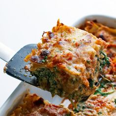 Skinny Mushroom Spinach Lasagna - a super filling meal that's perfect to serve to vegetarians for Thanksgiving. This lasagna is the BEST!