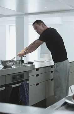 because Fassy rocking sweatpants in the kitchen is hella hot