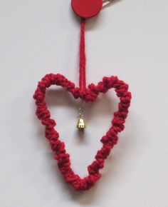 Virkattu sydän, jossa on rautalanka sisällä. 1lk Valentine Crafts, Valentines Day, Christmas Crafts, Xmas, Heart Crafts, Handicraft, Little Ones, Crochet Necklace, Arts And Crafts