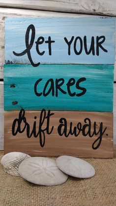 These are 9 beautiful handmade nautical pieces of art, made from pallet boards and ready for your ho Arte Pallet, Pallet Art, Diy Pallet Projects, Wood Projects, Painting On Pallet Wood, Pallet Ideas, Wood Pallet Signs, Wooden Pallets, Pallet Boards