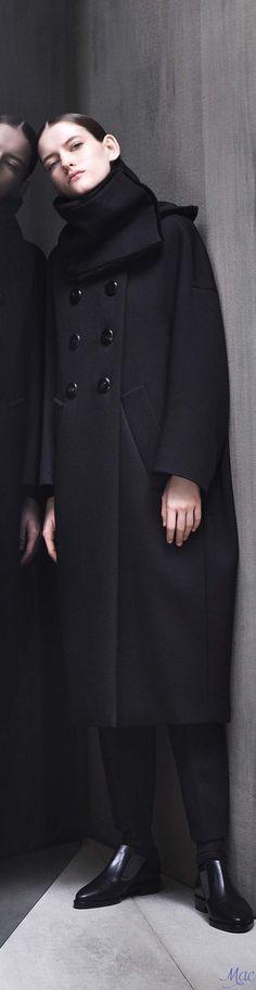 Fall 2017 RTW Max Mara Atelier Monochrome Fashion, Dark Fashion, Minimal Fashion, Fall Fashion Trends, Fashion Brands, Winter Fashion, Trench Coats, Contemporary Fashion, Black Is Beautiful