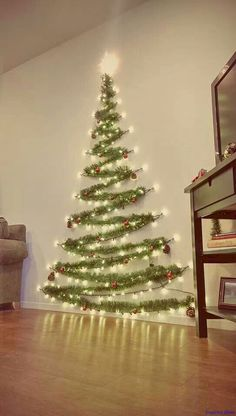 Awesome 32 Awesome DIY Christmas Decorations Ideas https://lovelyving.com/2017/10/20/32-awesome-diy-christmas-decorations-ideas/