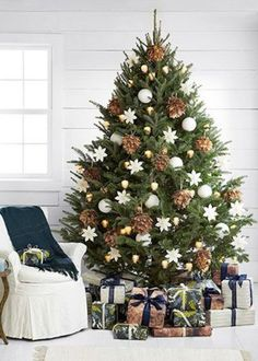 Spread the love Neutral Christmas tree. Love this classic pinecone and white snowflake and glass ball ornament bedecked Christmas tree style idea — 10 Best [. Elegant Christmas Trees, Real Christmas Tree, Christmas Tree Design, Colorful Christmas Tree, Noel Christmas, Rustic Christmas, Christmas Decorations, White Christmas, Minimal Christmas
