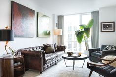 As a mainstay of the New York nightlife scene, Michael Cohen comes alive after the sun sets. So when it came to his apartment, Homepolish brought a polished look for entertaining but a relaxing vibe for recuperating.