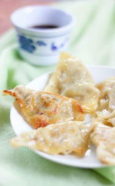 This recipe for authentic Korean pork dumplings, Mandu, makes enough for a crowd or lots of snacks! Authentic Korean Food, Best Korean Food, Korean Beef, Pork Recipes For Dinner, Appetizer Recipes, Appetizers, Xmas Recipes, Empanadas, Korean Dumplings