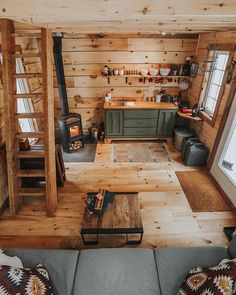 We have a few cozy cabin images to share tonight! Every day we bring you more cozy places to enjoy. Come back for more coziness tomorrow. home small, Cozy Places Tiny Cabins, Tiny House Cabin, Cabins And Cottages, Tiny House Living, Tiny House Design, Cabin Homes, Tiny Homes, Off Grid Tiny House, Living Room Cabin