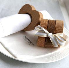 Herzförmige Serviettenringe aus Holz-außergewöhnliche Dekoartikel zur Hochzeit