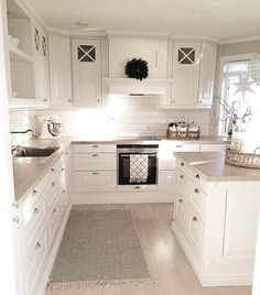 Small American kitchen: 60 projects to inspire - Home Fashion Trend Home Decor Kitchen, Kitchen Living, Interior Design Kitchen, Kitchen Ideas, Living Room, Cottage Kitchens, Home Kitchens, Dream Kitchens, Beautiful Kitchens