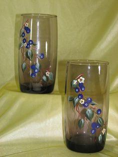Pair of hand painted water glass por StrokesOfPanache en Etsy