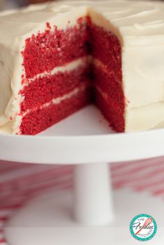 This Red Velvet Cake, finally came out and play... Just in time for Father's Day and the World Cup! — Este Pastel Red Velvet ya está listo… Justo a tiempo para el Día del Padre y para el Mundial!