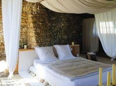 chambre romantique dans décoration bois