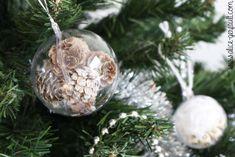 Ornements de Noël pour un sapin scandinave, DIY par Alice Gerfault Alice, Christmas Bulbs, Diy, Holiday Decor, Nature, Green Christmas, Scandinavian Christmas, Gold Christmas Ornaments, Fir Tree