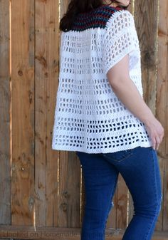 The La Bonita Blouse Crochet Pattern is the perfect comfy, casual top! It's light, airy, and flattering. It just might be one of my favorite summer top designs. Crochet Tank Tops, Crochet Cape, Crochet Summer Tops, Crochet Shirt, Crochet Jacket, Crochet Vests, Shawl Patterns, Crochet Stitches Patterns, Crochet Edgings