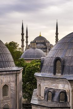 Blue Mosque (Sultan Ahmed Mosque) seen from Hagia Sophia (Aya Sofya), UNESCO World Heritage Site, Istanbul, Turkey, Europe