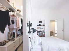 Zone dressing derrière tête de lit de chambre parentale