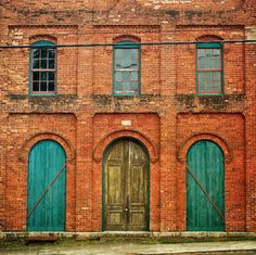 Now, this is a bit of a stretch for my fantasy house, so I'm going to call this my fantasy cool warehouse conversion in the city.  I love the colours and the brick work and the symmetry of the door and windows.  Inside it would all be coolly fitted out New York warehouse apartment stylee.