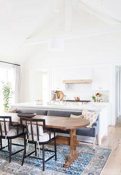 blanco, mármol y madera para una cocina abierta | três studio: BLOG DE DECORACIÓN + INTERIORISMO + PROYECTOS ONLINE