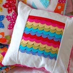 23 pillow tutorials to sew - all different kinds.