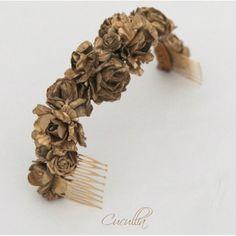 Media corona de flores pintadas a mano en color dorado, plateado o blanco. Para la parte posterior de la cabeza. Ideal para todo tipo de peinados y recogidos.